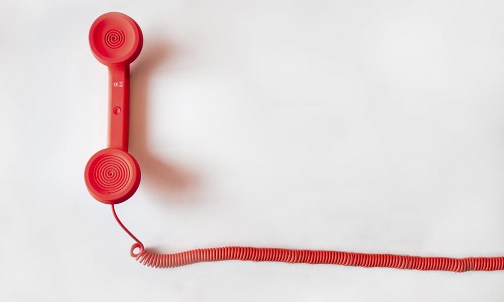 Los paquetes combinados que ofrecen las operadoras cuentan con el alta en teléfono fijo