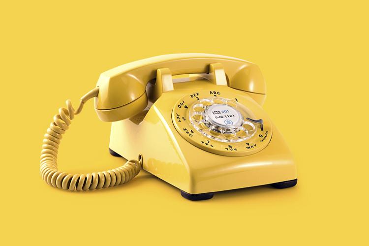 Telefono fijo vintage amarillo