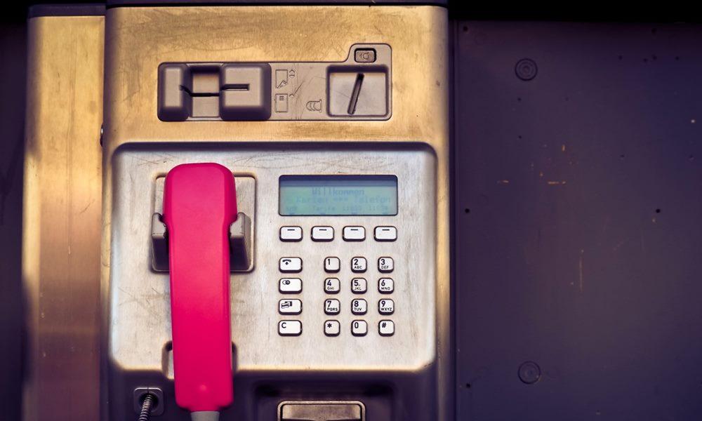 Imagen de una cabina telefónica antigua