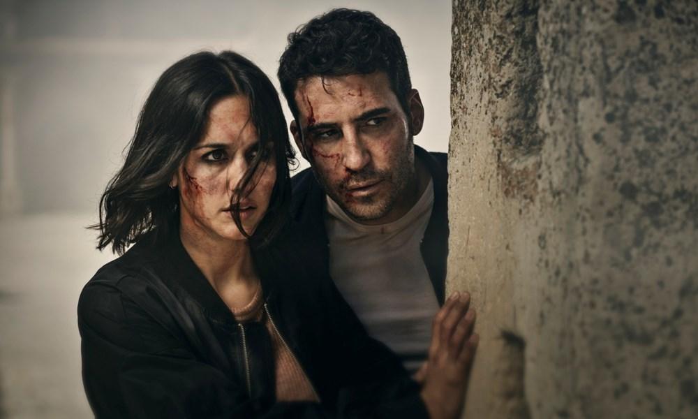 Megan Montaner y Miguel Ángel Silvestre en una escena de 30 monedas