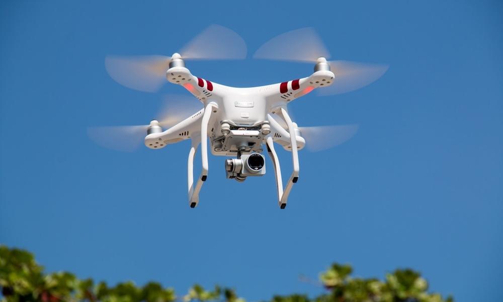 Un dron surcando los cielos